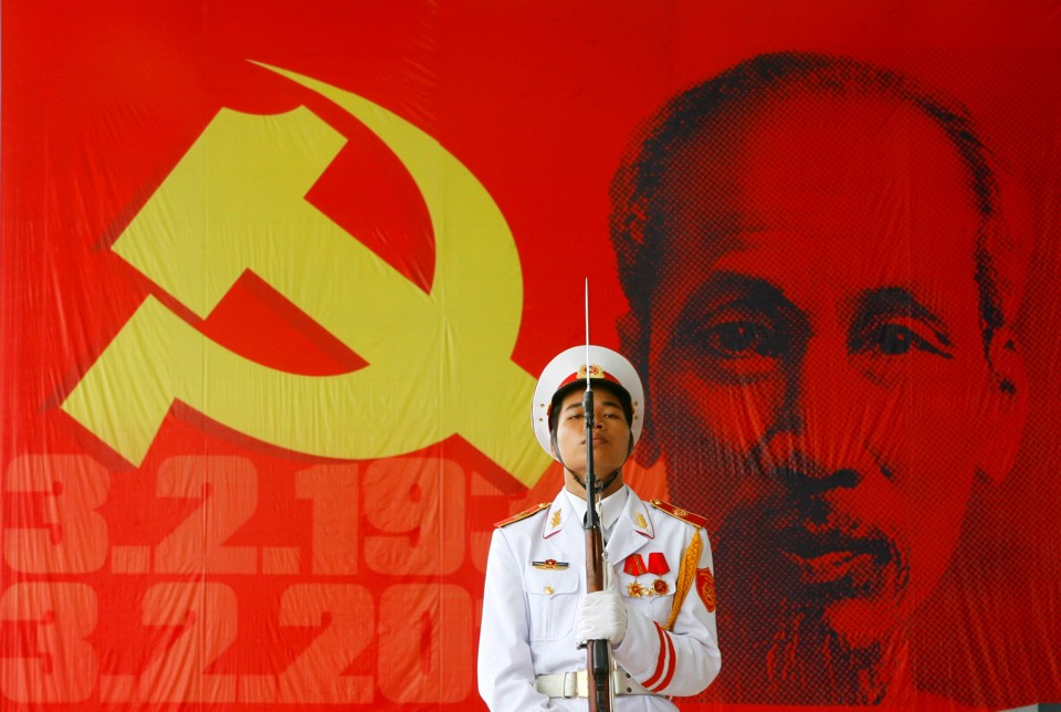 vietnam war and communism The vietnam war america commits mcnamara and other johnson policy makers now become focused on the need to prevent a communist victory in south vietnam.