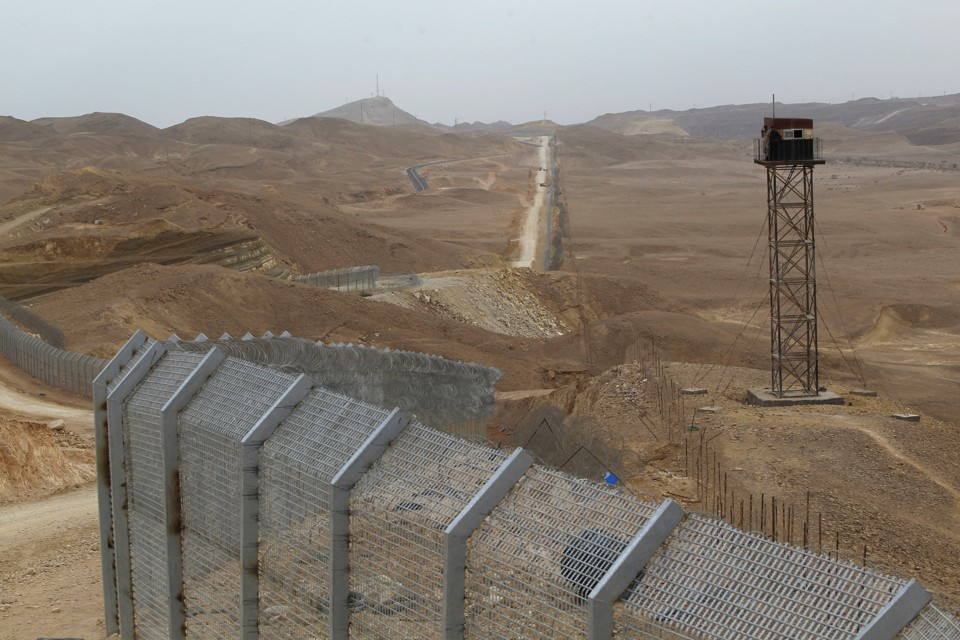 Wall Construction In Us : Us building quot trump border wall in tunisia obama funding