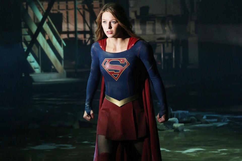 DC Supergirl Flash Green Arrow Battle Comics superheroes win tv
