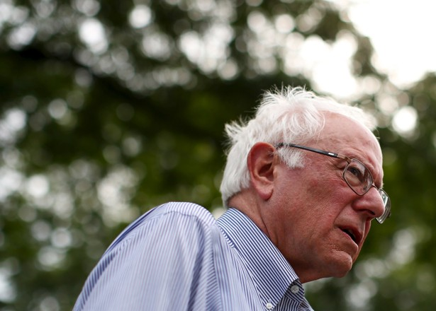 US Election 2016: Bernie Sanders 'begins campaign lay-offs'