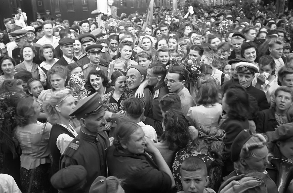 World War II After the War Wwii Soldiers Returning Home