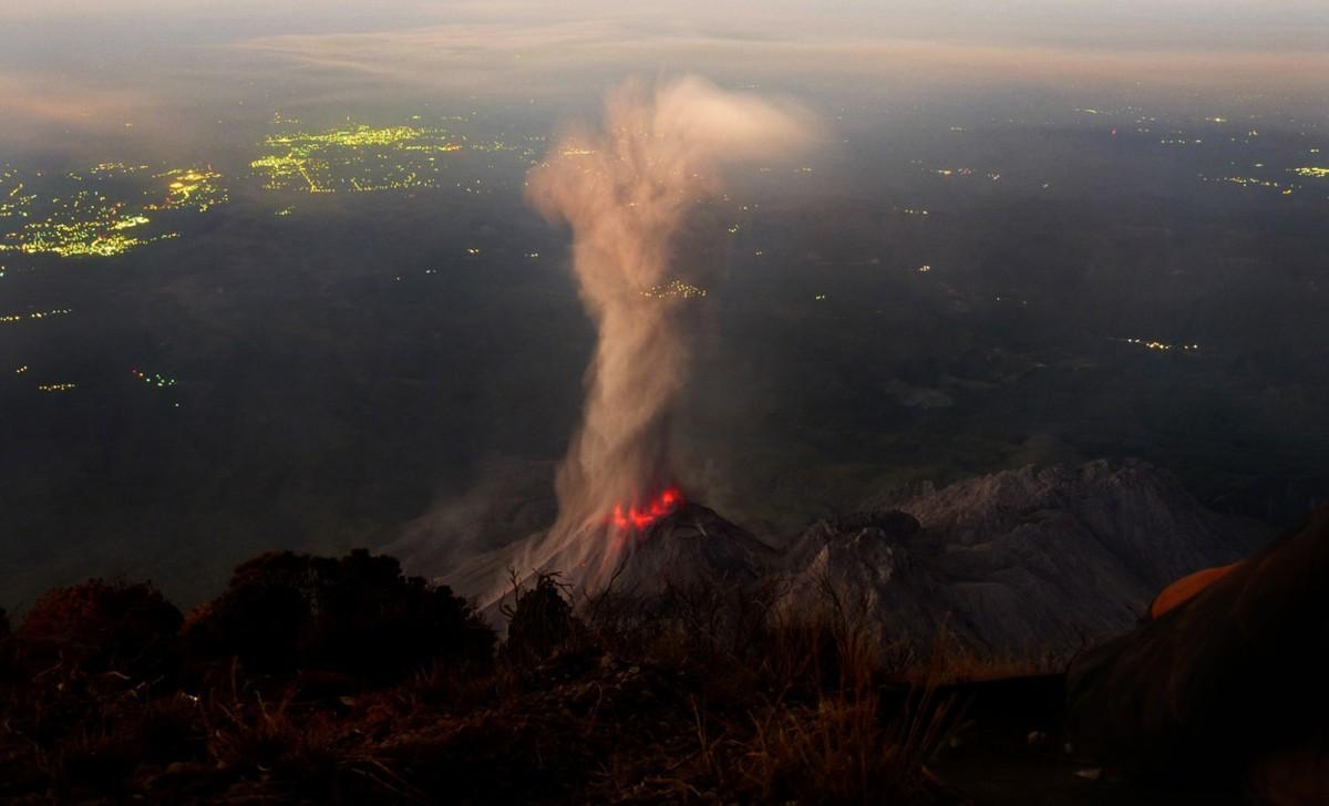 Guatemala vulkan utbrot utenfor turistsenter