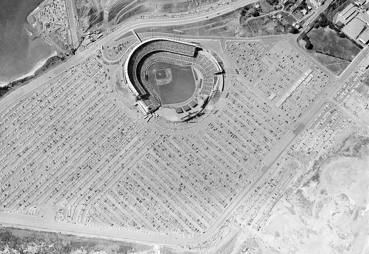 This is how the World Series game between the San Francisco Giants and the New York Yankees looked from the air, on October 4, 1962. A crowd estimated at 45,000 jammed the stadium. New York won, 6-2.