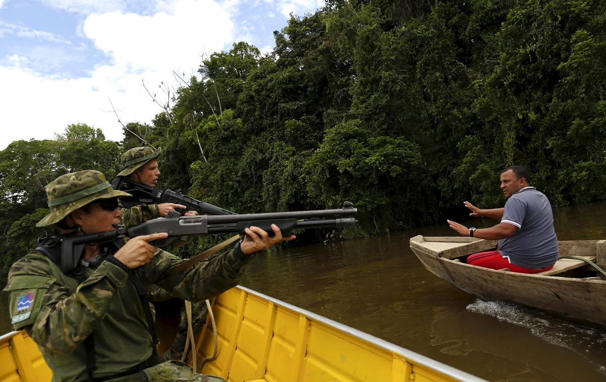 Illegal gold mining in Brazil 16