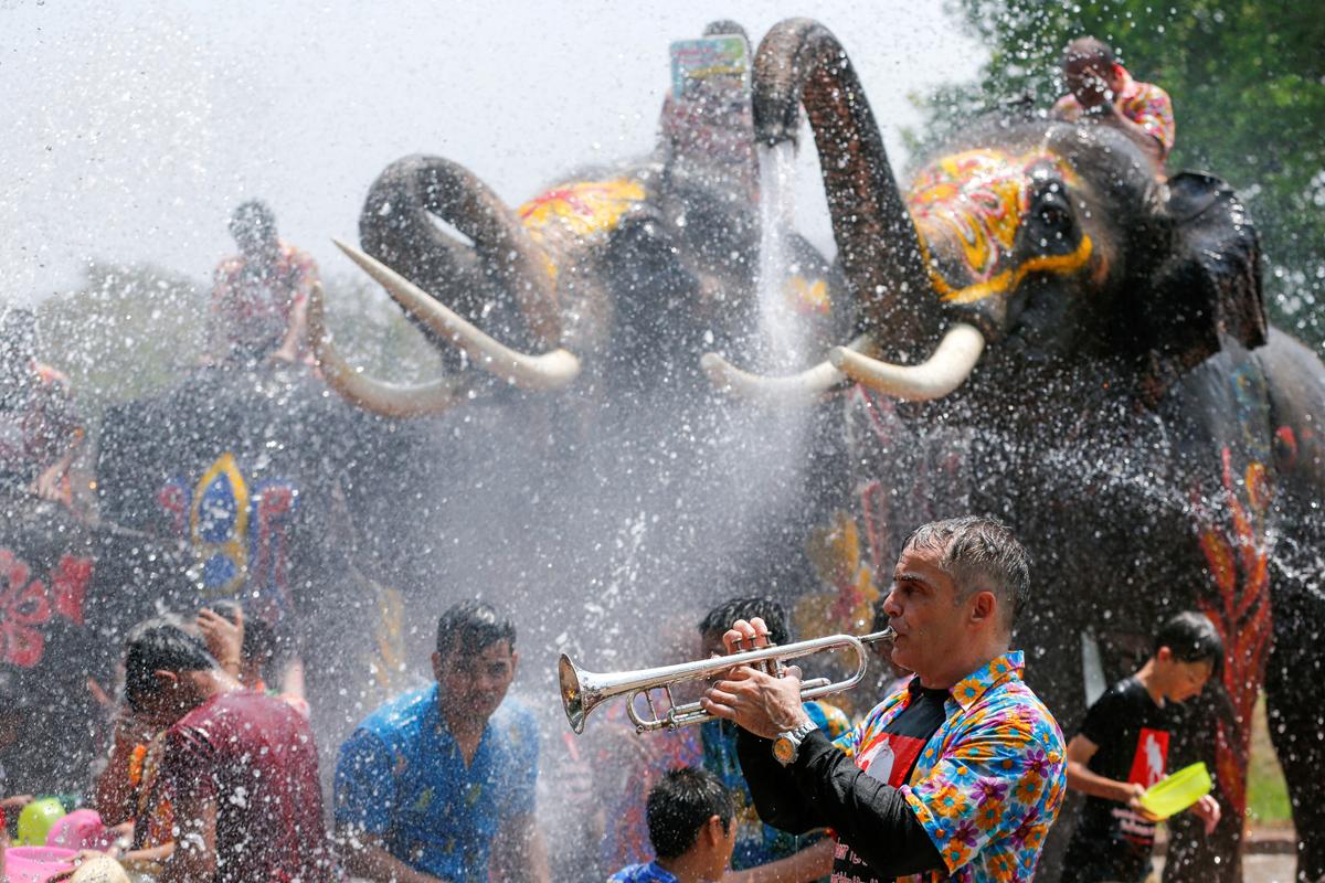 欢乐的泰国泼水节