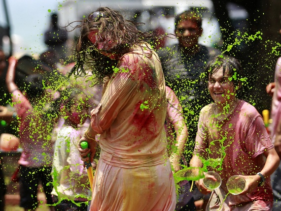 Holy Festivals in Sri Lanka Holi in Sri Lanka