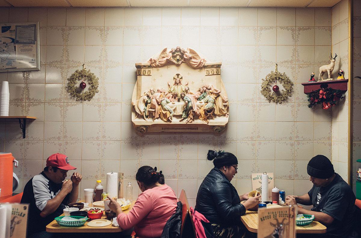 Diners enjoying food at Birrieria Reyes de Ocotlan
