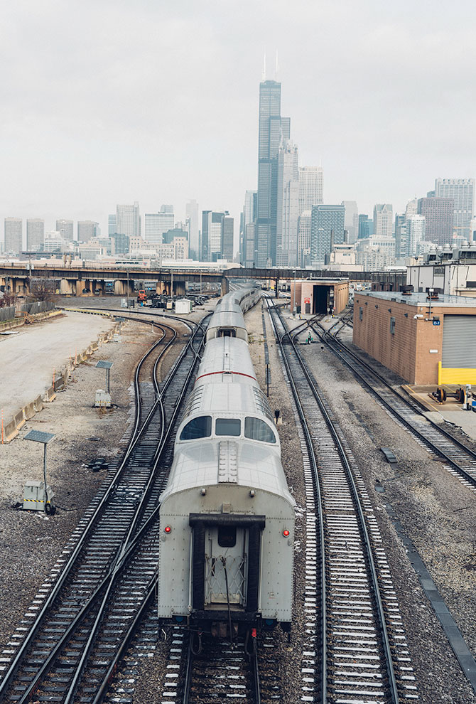 Chicago's L heading into the city