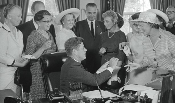 the political importance of the equal pay act of 1963 by john f kennedy Politics sexism womens rights news november 22, 2013  when we think of  john f kennedy and women, images of marilyn monroe  kennedy played a  very notable and important part in the modern women's movement  i am  delighted today to approve the equal pay act of 1963, which prohibits.