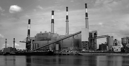 Ravenswood power plant, Long Island City, Queens, NY (by: Harald Kliems via Wikimedia Commons)