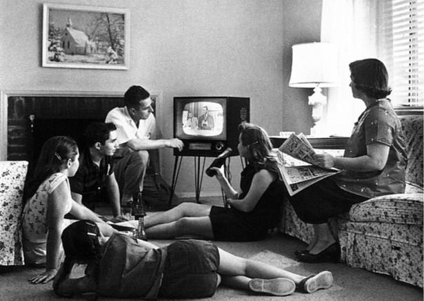 Resultado de imagen de watching tv