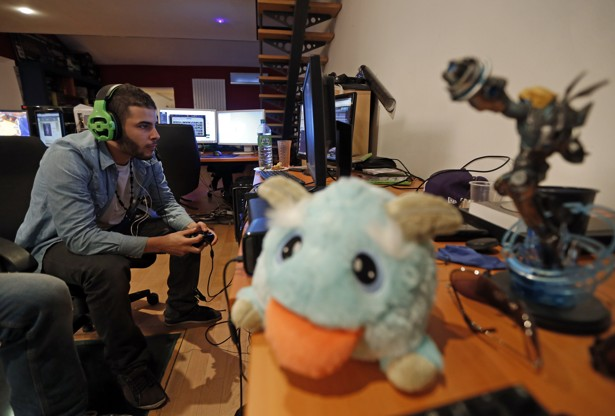 Professional gamer D1abloZeTank training in France  Sweden s PewDiePie  makes millions playing video games  Jean Paul Pelissier   ReutersThis Guy Makes Millions Playing Video Games on YouTube   The Atlantic. Romantic Bedroom Games Free Online. Home Design Ideas