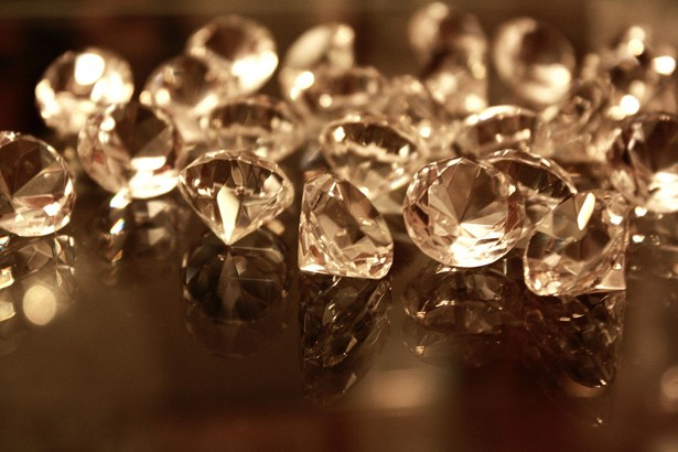 how to become a diamond broker