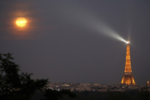 Mysterious Drones Spotted Over Paris Landmarks