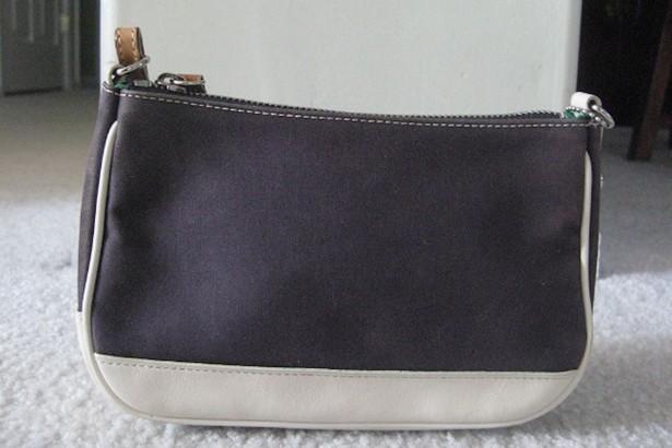 coach gray purse thil  Wikimedia Commons