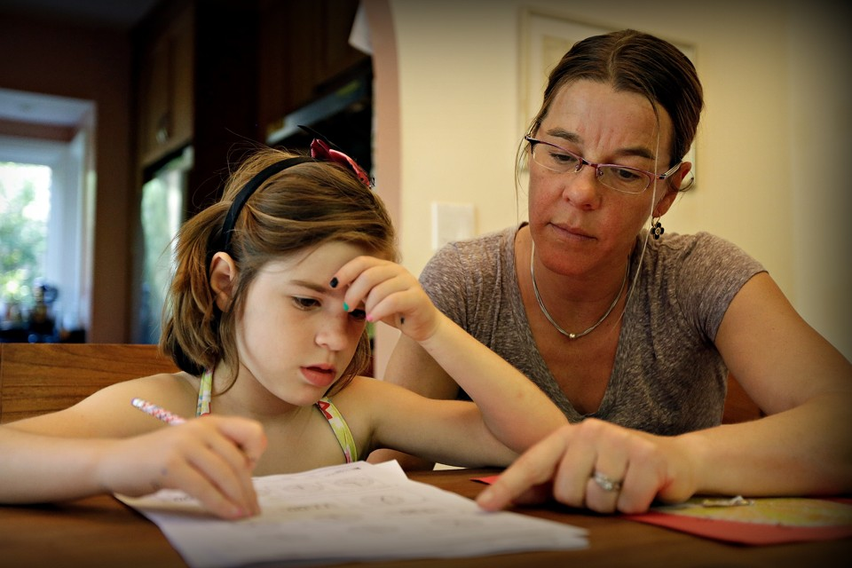 How Financial Aid for Single Mothers Works