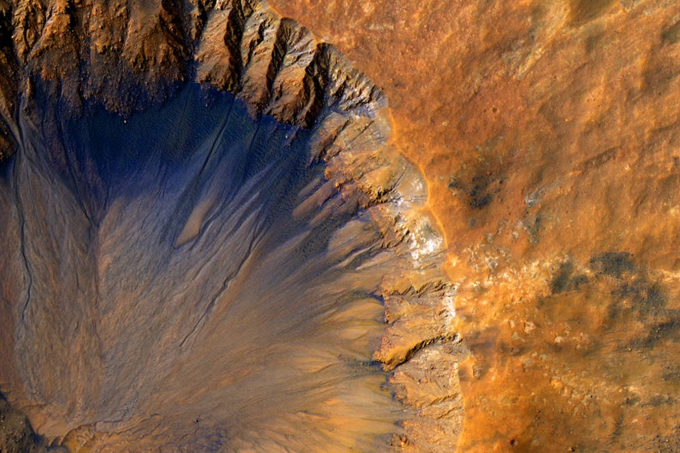 water on mars essay After 10 years on mars, rover opportunity makes big water find robotic rover finds evidence of an older, milder water environment on martian surface.