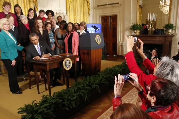Obama Announces New EqualPay Rules To Address The Gender Pay Gap - The most bizarre laws of the us get broken in this ironic photo series