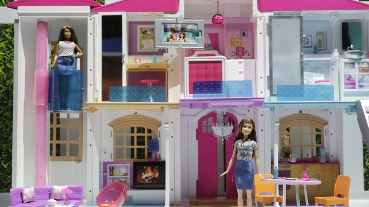 Mattel S Barbie Dream House Is Now A Wifi Enabled Smart Home The