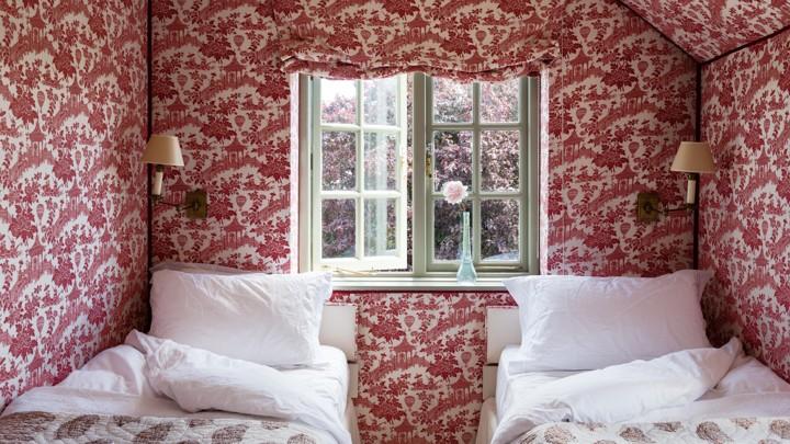 A History of Wallpaper's Deception
