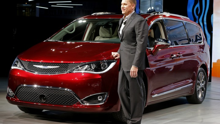 Timothy Kuniskis A Chrysler Executive Stands Next To The 2017 Pacifica Minivan At 2016 Auto Show In Detroit Mark Blinch Reuters