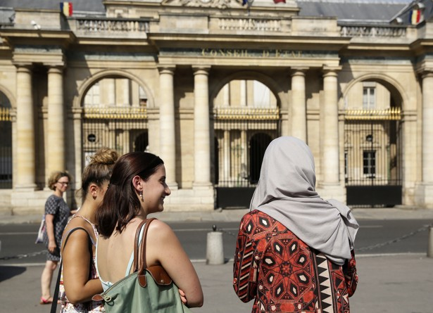 Several French mayors to continue to impose burkini ban despite court ruling