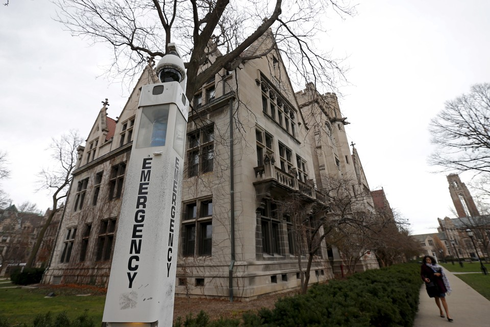 chicago admission essays Chicago booth, which has never shied away from change, has changed its mba application essays almost entirely this year a few highlights: • booth went from one required essay with a visual presentation option to two required essays.