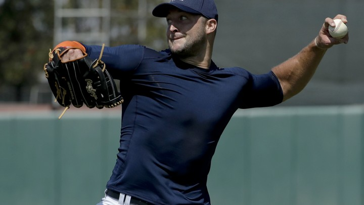 Tim Tebow throws a ball.