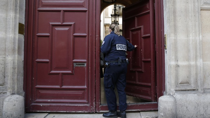 A police officer enters the residence on the Rue Tronchet in Paris, France, where Kim Kardashian West was robbed.