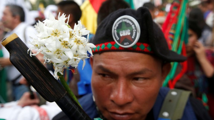 Indigenous Colombians rally for a peace agreement