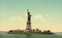 A photomechanical print of the Statue of Liberty, produced in 1905.