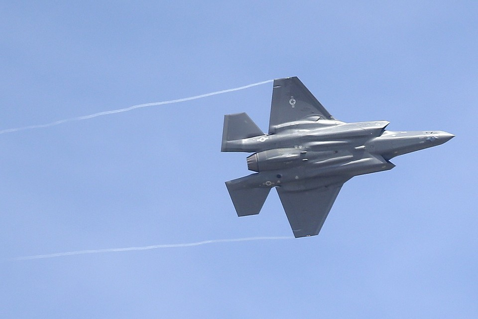 Donald Trump Starts a Dogfight With the F-35