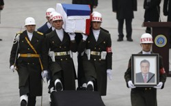 Flag-wrapped coffin of late Russian Ambassador to Turkey Andrey Karlov is carried to a plane during a ceremony at Esenboga airport in Ankara, Turkey on December 20, 2016.