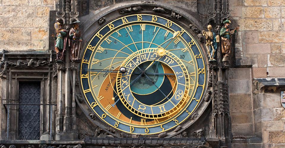 Risultati immagini per clock protagonist industrial revolution