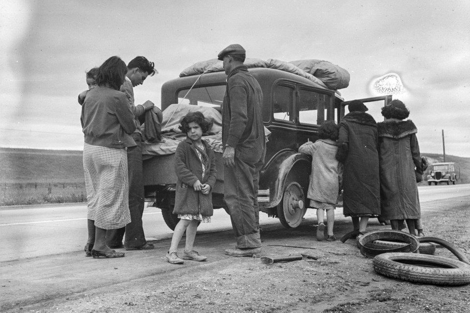 A Family Of Mexican Migrants On The Road In California 1936 Dorothea Lange Library Congress