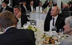 Michael Flynn and Vladimir Putin at a Russia Today anniversary dinner in 2015