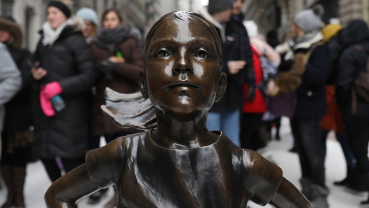 """The """"Fearless Girl"""" statue in New York"""