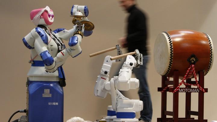 A Yaskawa robot at a trade fair in Germany