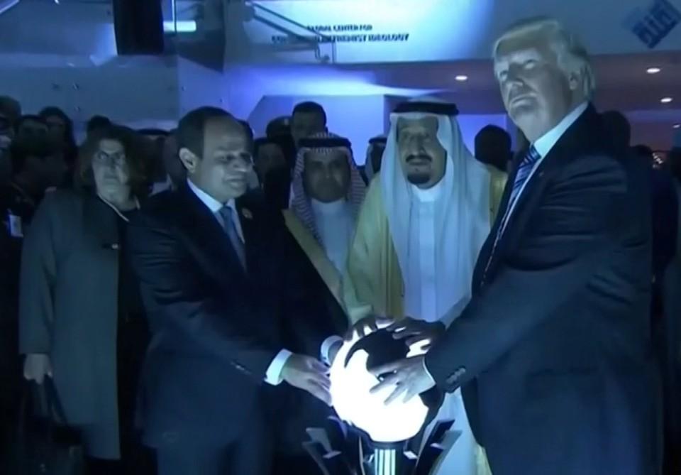 """Résultat de recherche d'images pour """"trump, saudi arabia, crystal ball, 2017"""""""