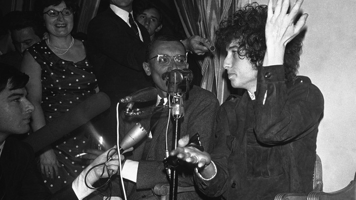 Bob Dylan gives a press conference in 1966.