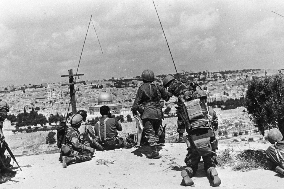 Israeli commander Motta Gur and his brigade observe the Temple Mount during the 1967 War