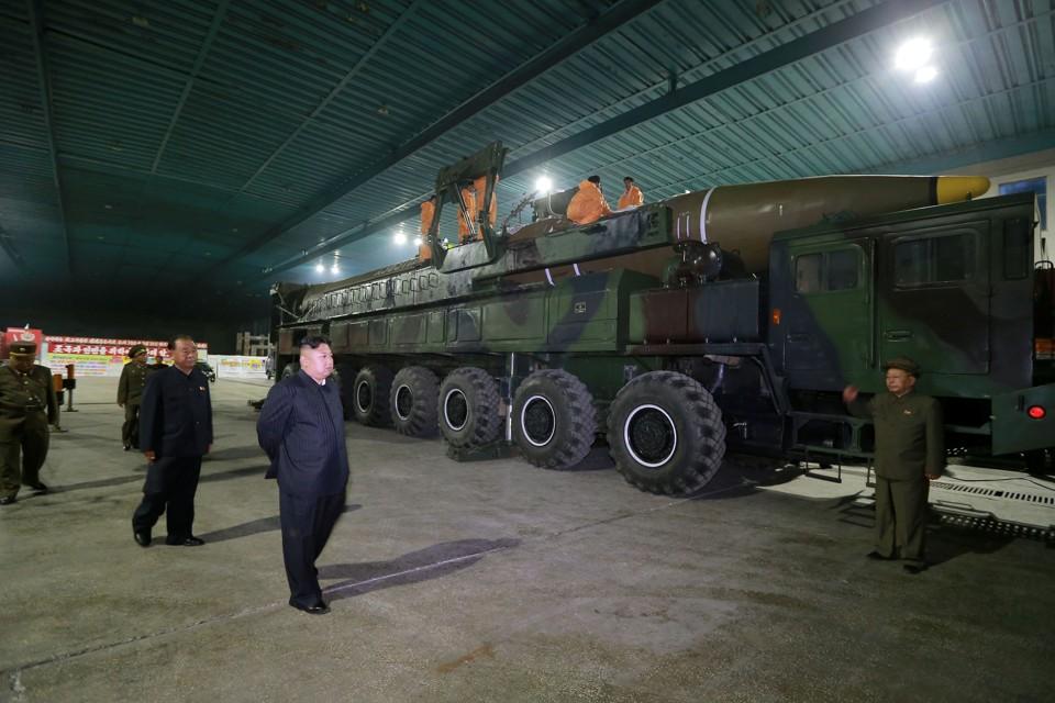 Kim Jong Un inspects the intercontinental ballistic missile Hwasong-14.