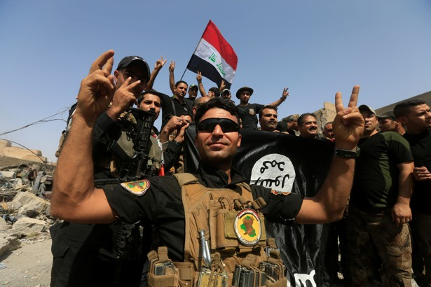 Iraqi Counter Terrorism Service (CTS) celebrate in the Old City of Mosul.