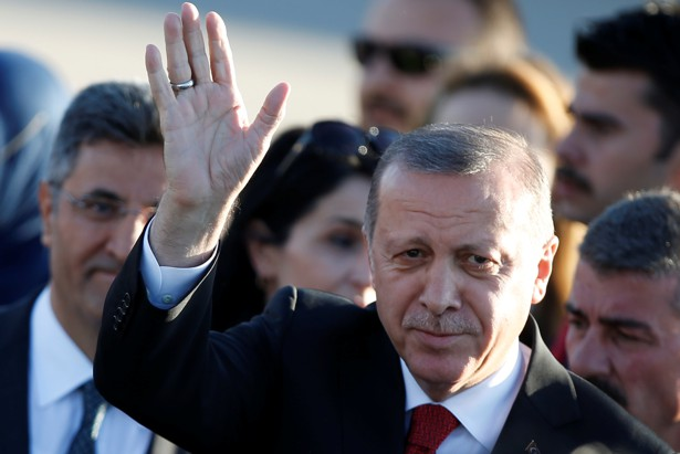 Turkey's president waves as he arrives for the G20 leaders summit in Hamburg, Germany on July 6, 2017.