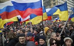 Demonstrators hold Russian and Ukrainian flags.