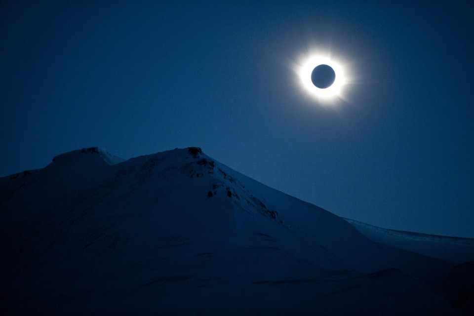 """total eclipse essay by annie dillard Annie dillard has been considered a major voice the book begins with """"total eclipse,"""" one of dillard's the essay ends in contemplation of death as."""