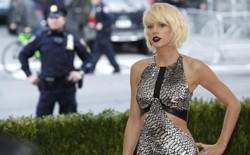 Taylor Swift arrives at the 2017 Met Gala