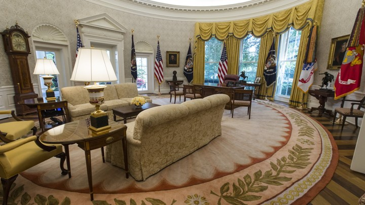 Barak obama oval office golds Decor Donald Trumps Newly Renovated Oval Office The Atlantic Spot The Change In President Trumps Oval Office The Atlantic