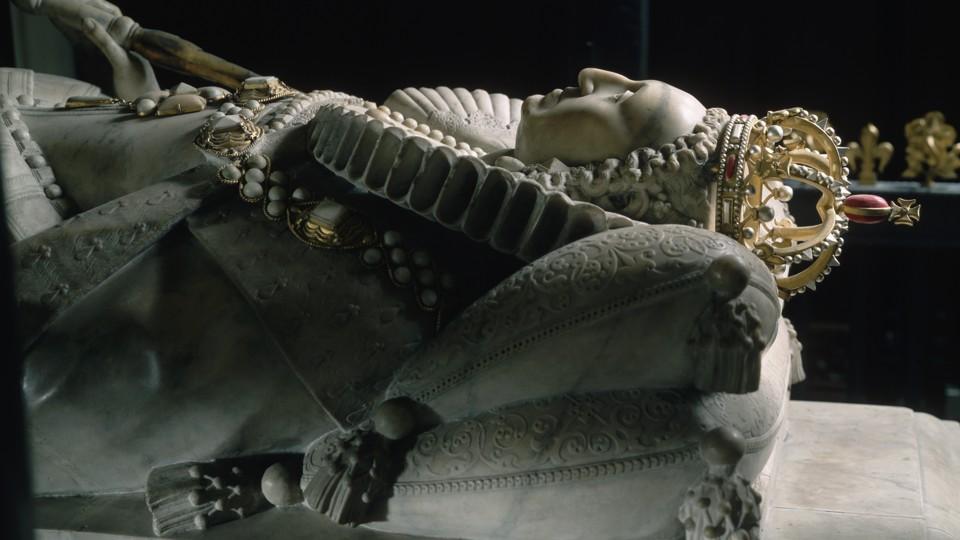 A stone effigy of Queen Elizabeth I in Westminster Abbey.