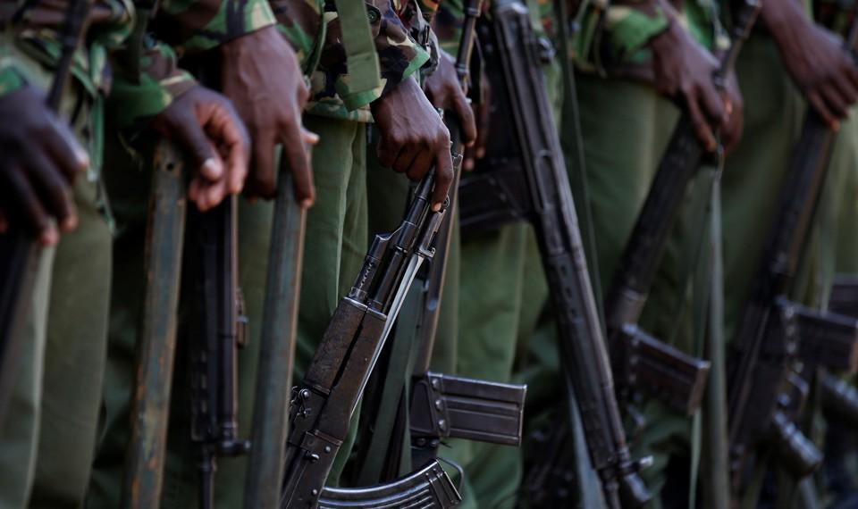 Kenyan soldiers holding guns.
